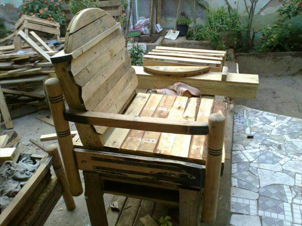 rustic yet modern pallet and cable spool chair