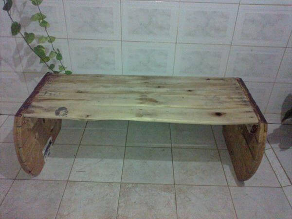 Diy pallet and wire spool bench 99 pallets for Diy wire spool