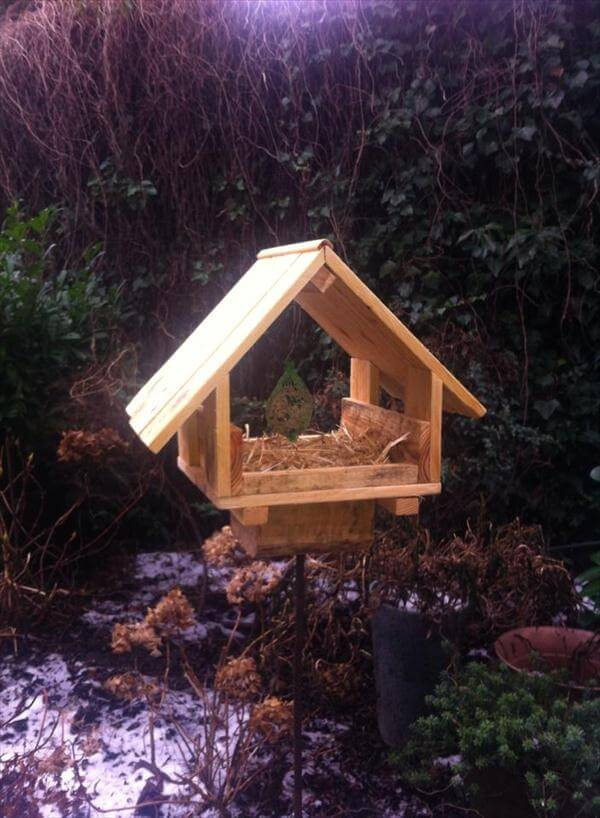 recycled pallet garden bird feeder