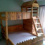DIY Medieval Toddler's Pallet Castle Bed