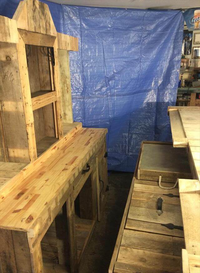 DIY Recycled Pallet Wood Bar Table!   99 Pallets