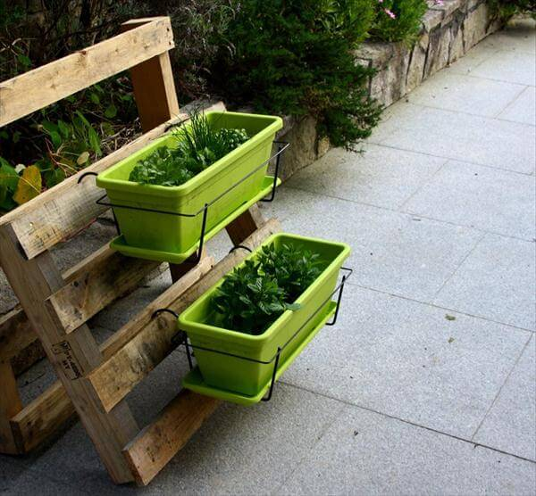 recycled pallet and basket planter