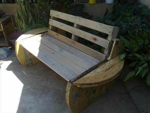 DIY Recycled Pallet and Cable Spool Bench - Patio Sofa!!! | 99 Pallets