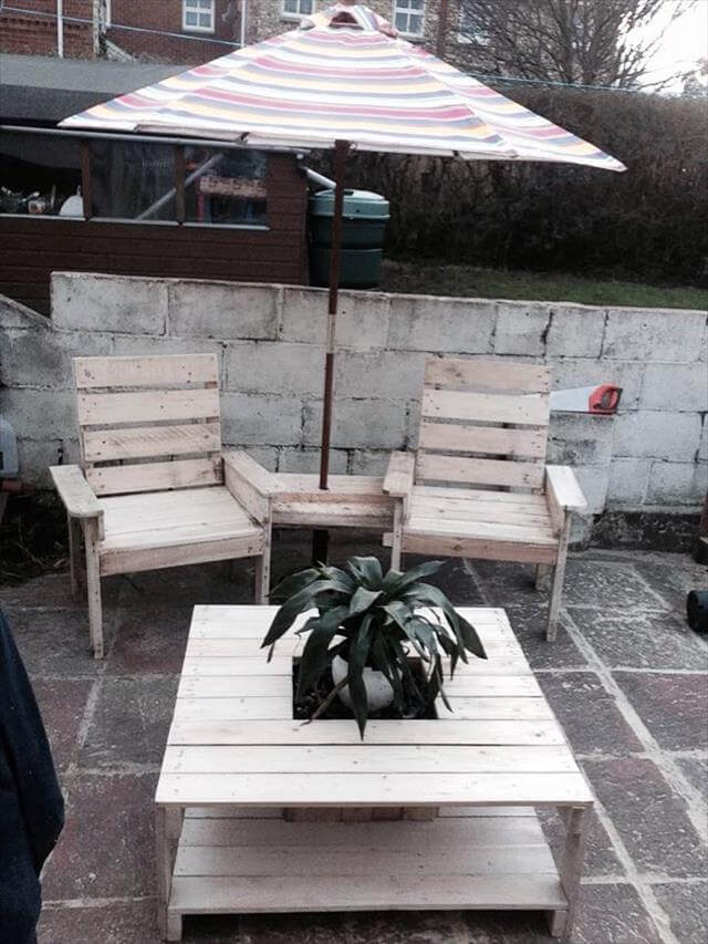 repurposed pallet coffee table with planter box