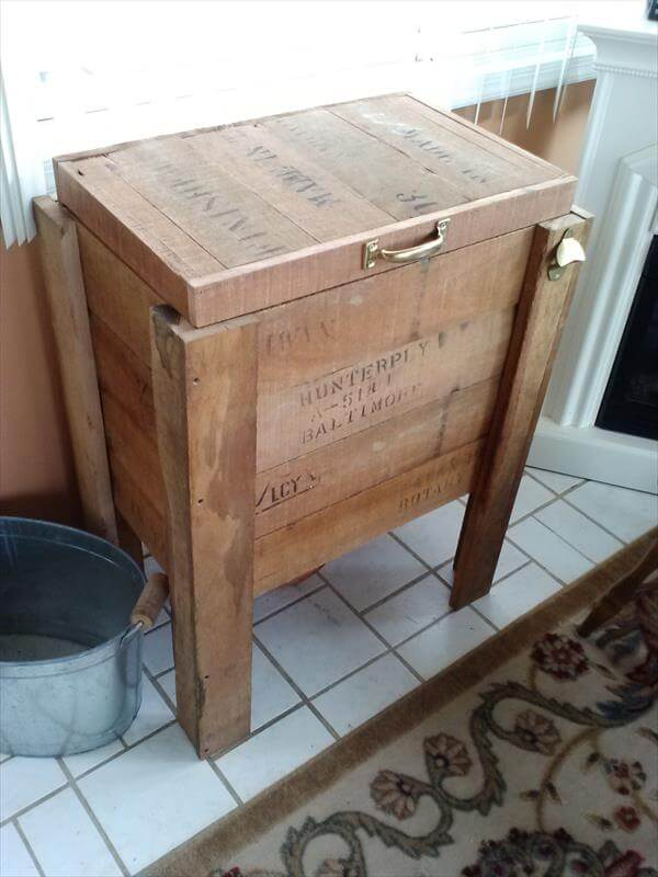 DIY Rustic Pallet Wood Outdoor Cooler DIY Upcycled Wood Pallet Cooler ...