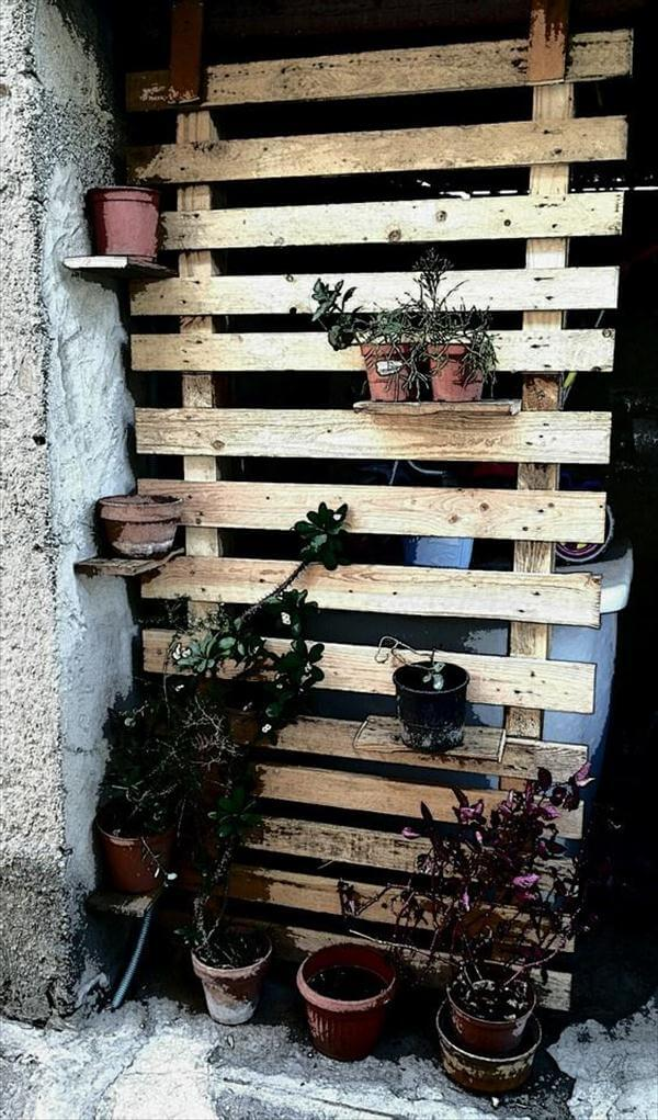 upcycled pallet garden potting wall