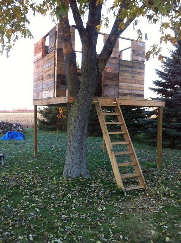 reclaimed pallet tree playhouse