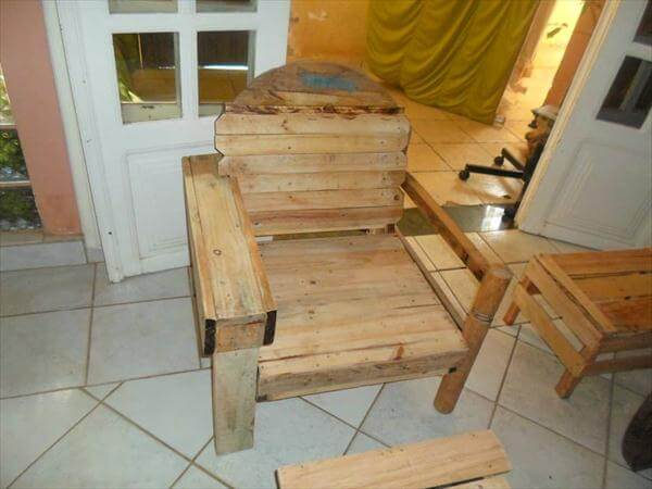 rustic yet sturdy pallet and cable spool chair