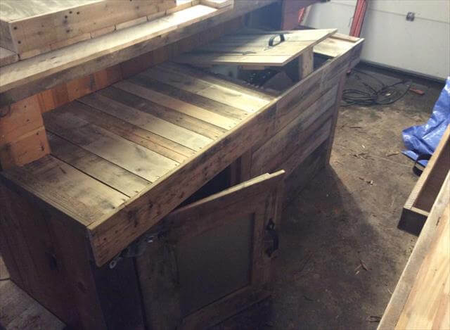 Diy recycled pallet wood bar table 99 pallets for Diy wood bar