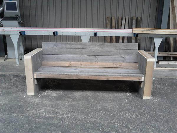 Diy reclaimed pallet bench outdoor ideas 99 pallets for How to build a wooden bench with a back