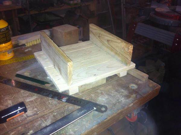 making the base of pallet bird feeder