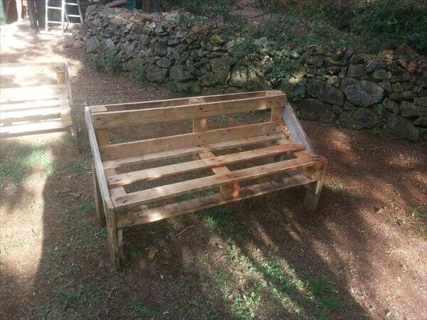 salvaged pallet outdoor bench