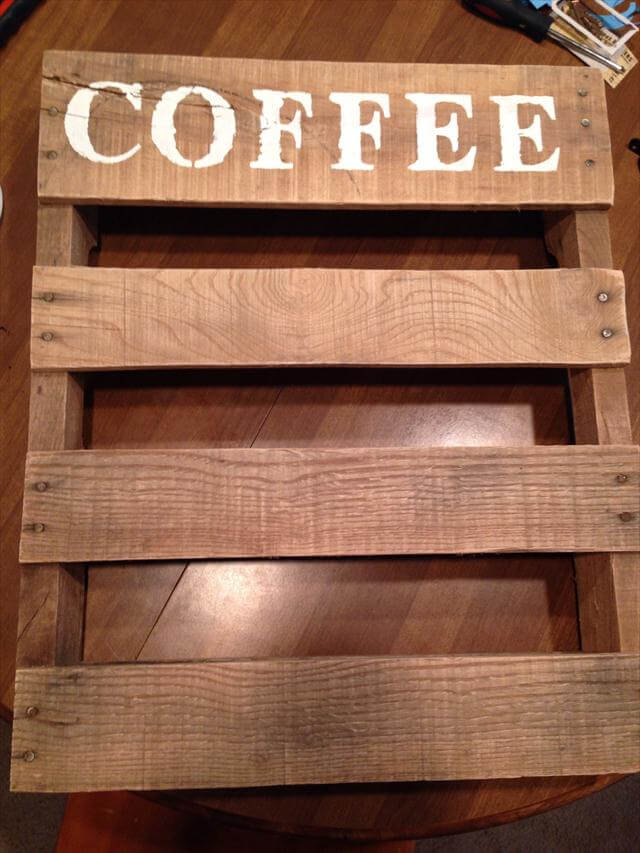 Pallet Coffee Cup Holder Tutorial : Do-it-Yourself