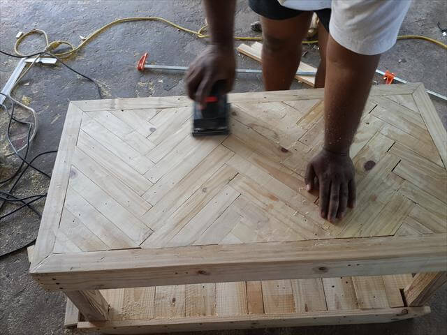 Chevron Pallet Coffee Table pallet chevron coffee table: diy tutorial | 99 pallets