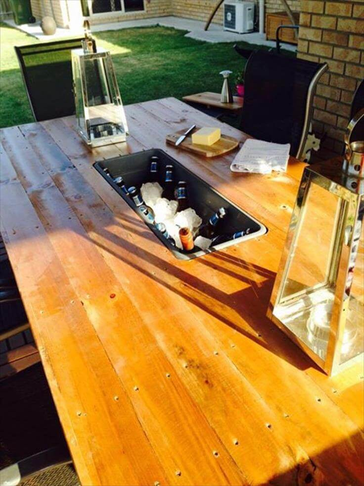 recycled pallet patio table with ice box