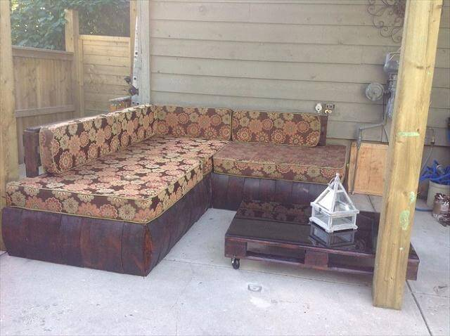 DIY Reclaimed Pallet Outdoor Sectional Sofa 99 Pallets : diy pallet sectional sofa for outdoor from www.99pallets.com size 640 x 478 jpeg 48kB
