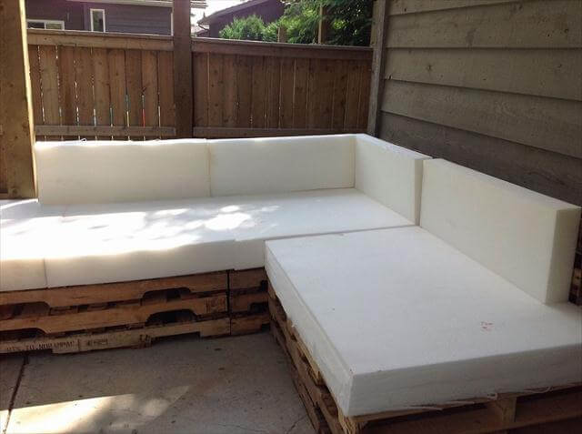 foam upholstering of pallet sofa