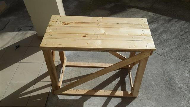 recycled pallet raised wooden table