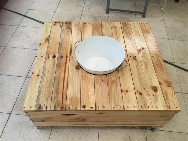recycled pallet coffee table with fixed ice bowl
