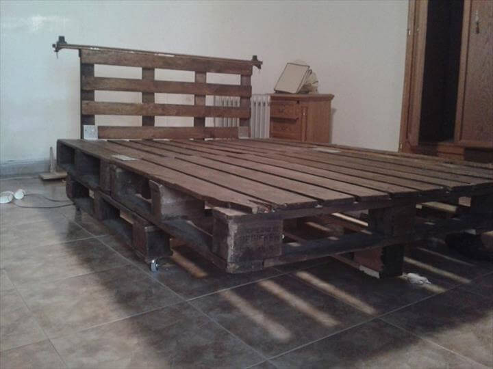 DIY Platform Pallet Bed with Headboard | 99 Pallets