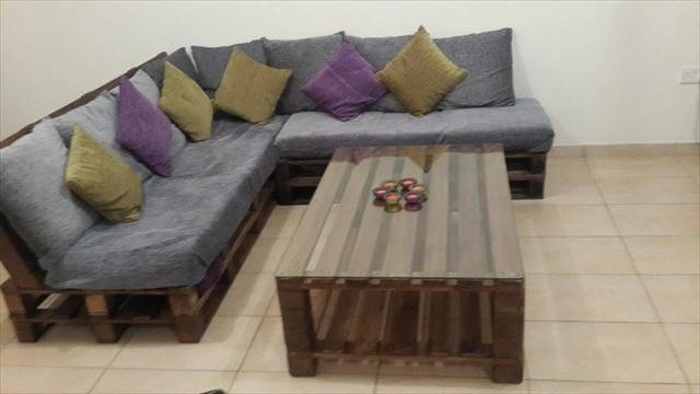 Pallet sofas 99 pallets part 3 for Pallet living room couch