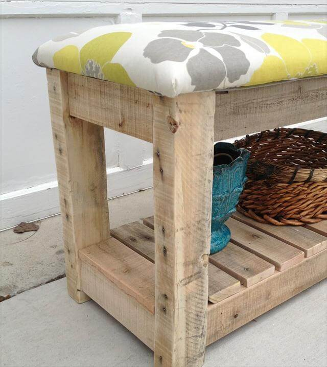 Diy reclaimed wood pallet bench mudroom bench 99 pallets - Fabriquer un banc en bois de palette ...