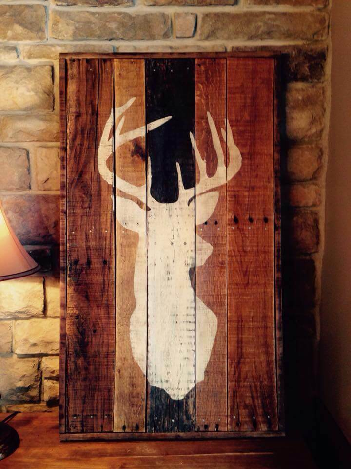 Diy antique pallet deer buck wall art 99 pallets for Pallet wall decor
