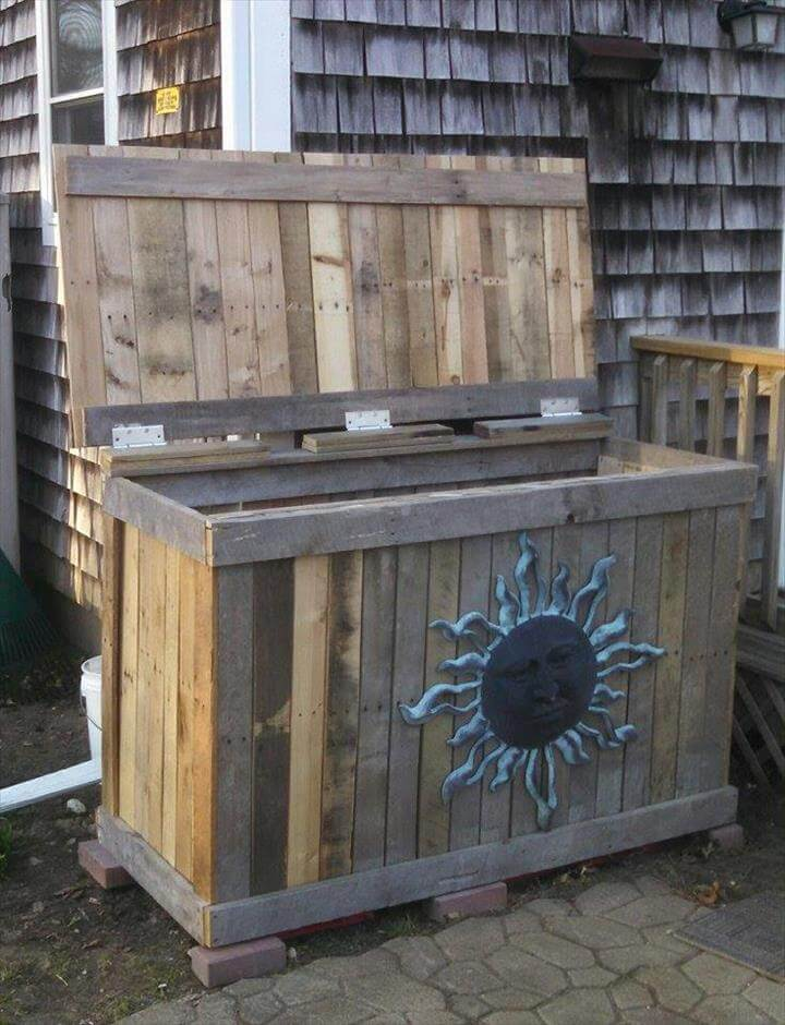 recycled pallet trash bin holder