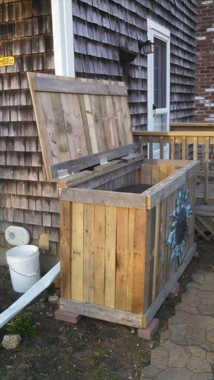Pallet Trash Bin Holder DIY 99 Pallets