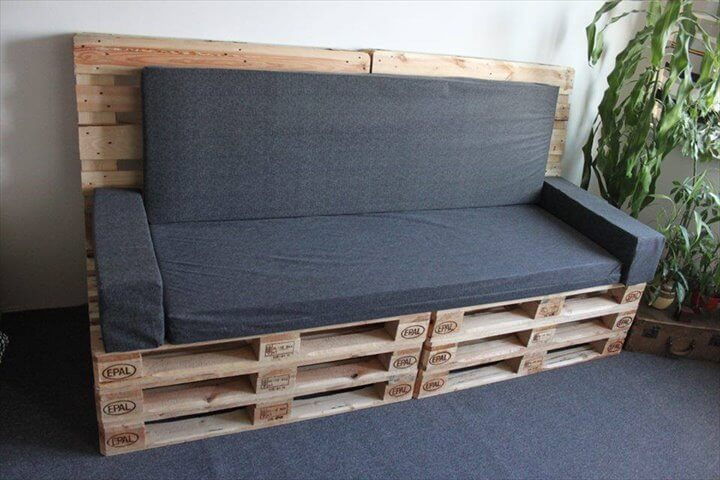 Diy upholstered pallet settee pallet sofa 99 pallets - Sofa con palet ...