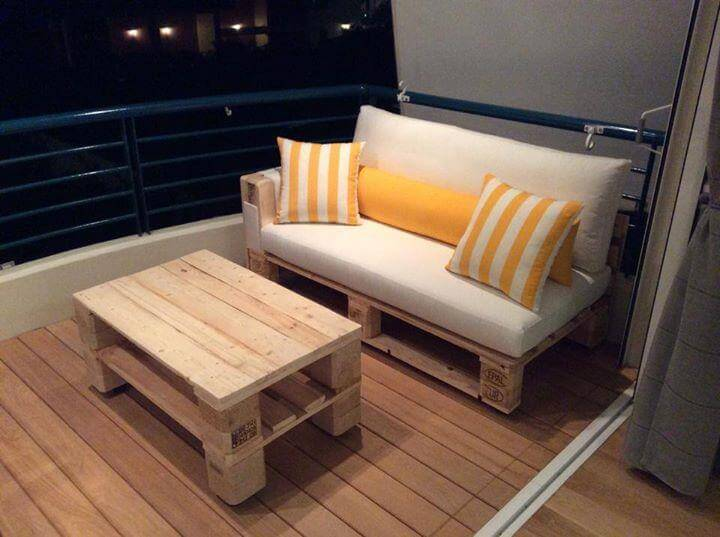 Diy pallet sofa and coffee table 99 pallets for Sofa table made from pallets