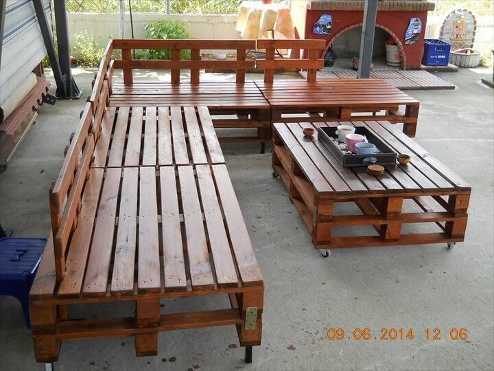 upcycled pallet L-shaped patio sitting furniture