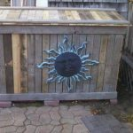 Pallet Trash Bin Holder: DIY
