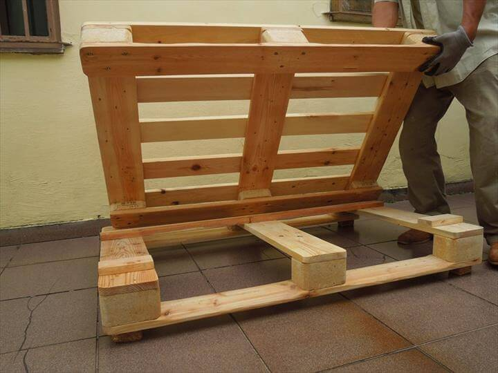 How to make pallet sofa step by mjob blog for Make a pallet sofa