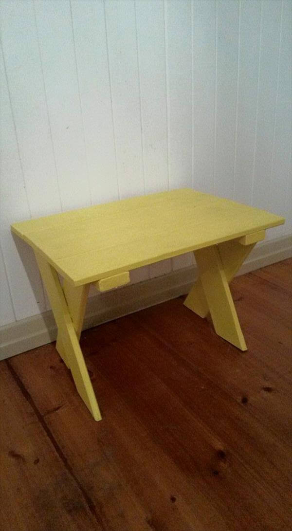 recycled pallet criss cross kids table