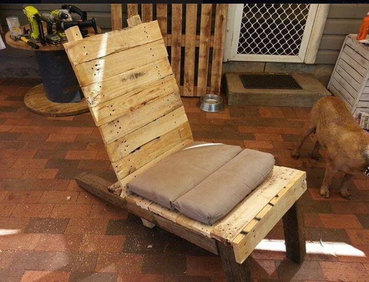 recycled pallet lounger and patio chair
