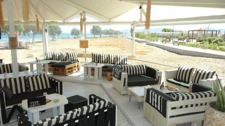 white painted pallet beach cafe furniture