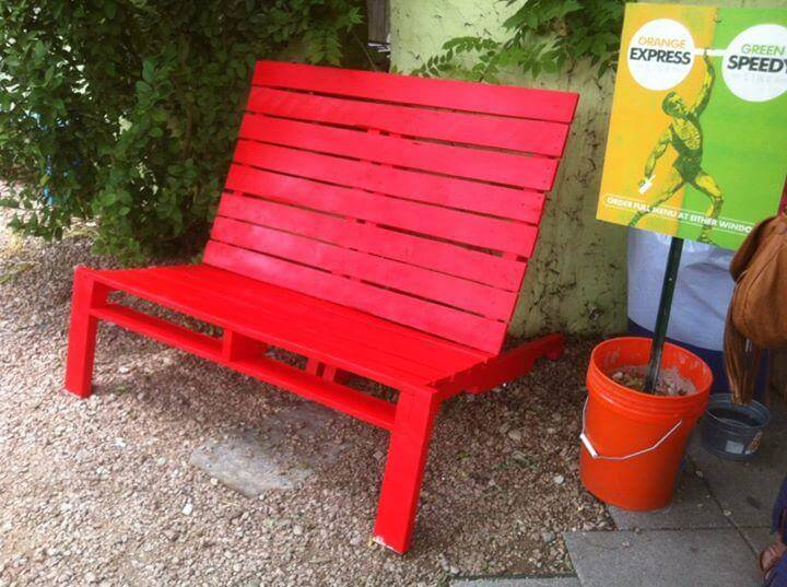 red painted pallet lounge chair