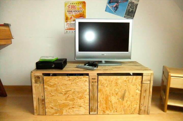 recycled pallet storage friendly media stand