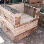 DIY Beefy Wood Pallet Chair