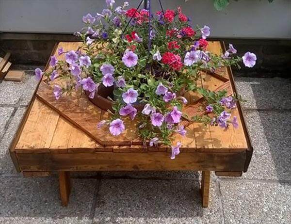 recycled pallet garden accent table
