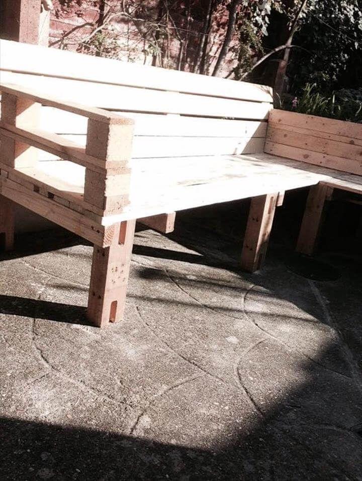 Diy pallet sectional bench or sitting plan 99 pallets for Pallet corner bench