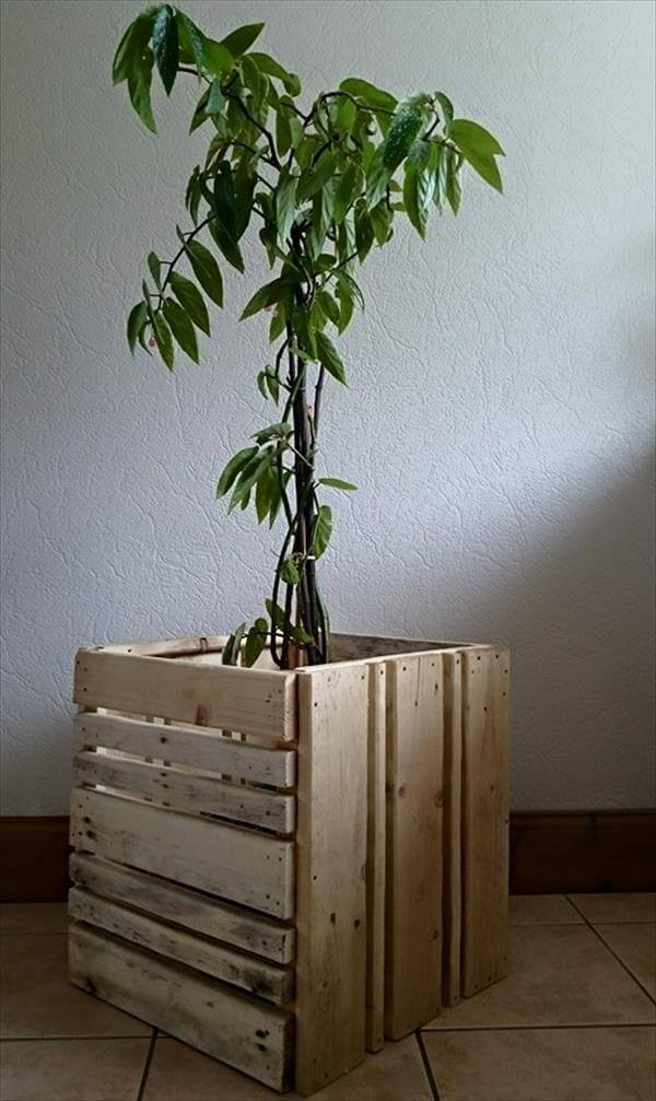 reclaimed pallet planter box