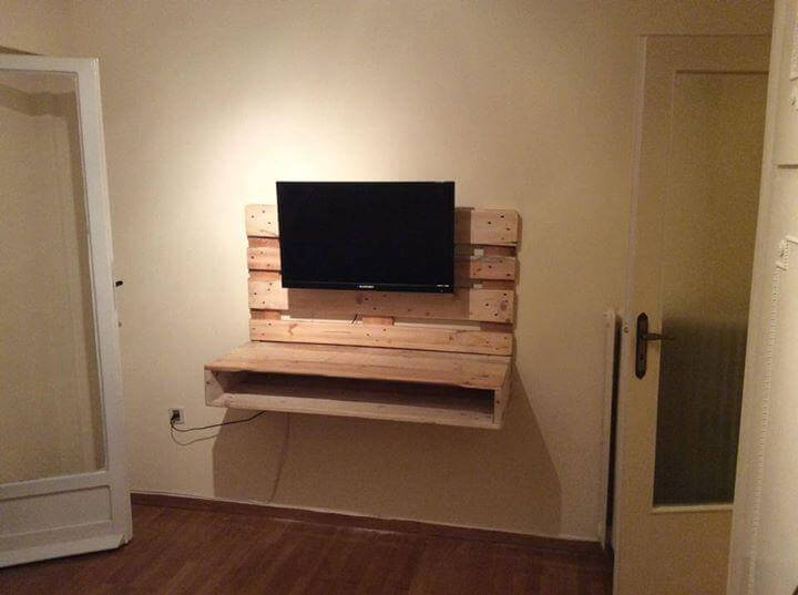 DIY Pallet Wall Hanging TV Stand With Storage