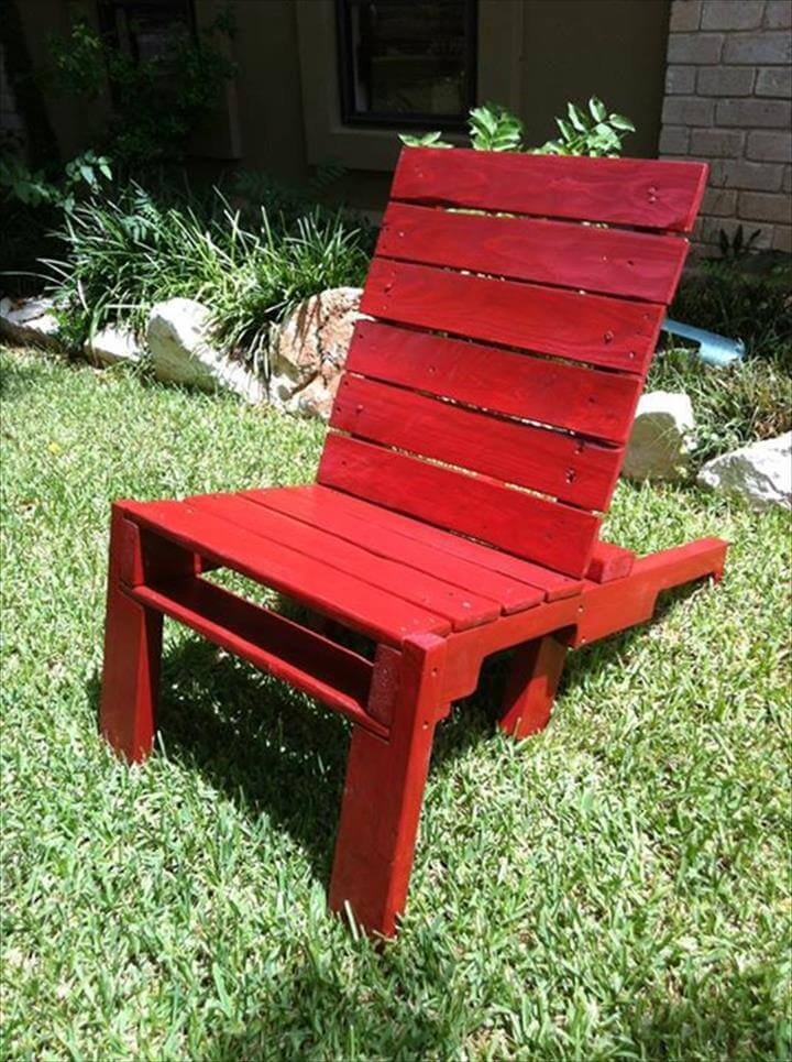 Pallet Lounge Chairs and Table