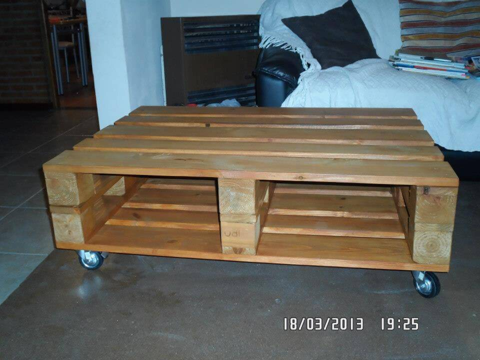 reclaimed pallet paito coffee table