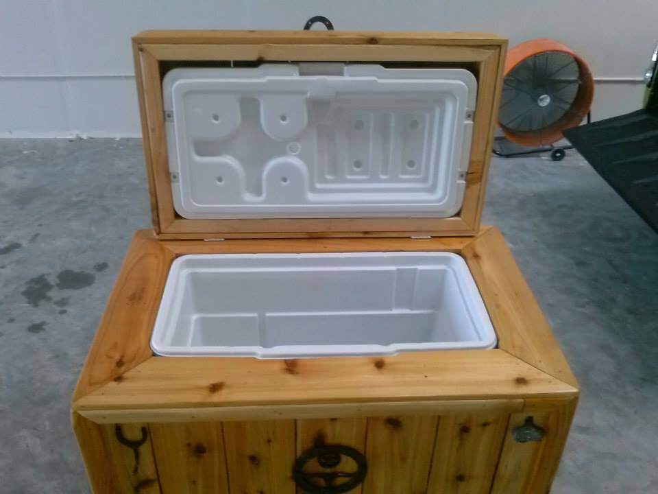 Recycled Pallet Patio Ice Chest