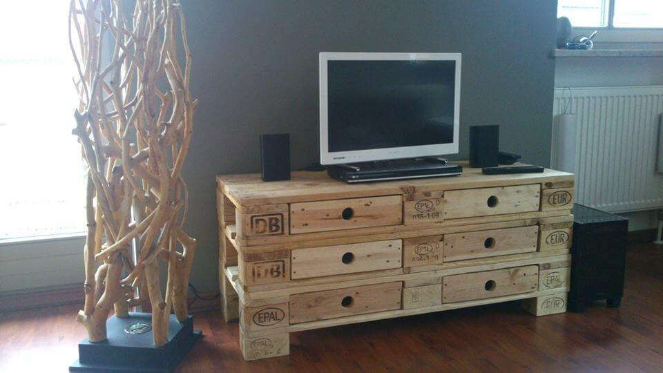 DIY Pallet Media Table With 6 Drawers 99 Pallets