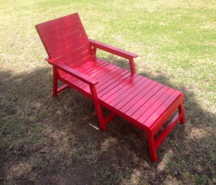 recycled pallet chair and daybed