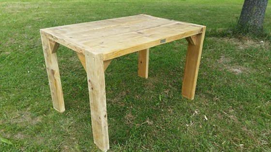 wooden pallet accent coffee table